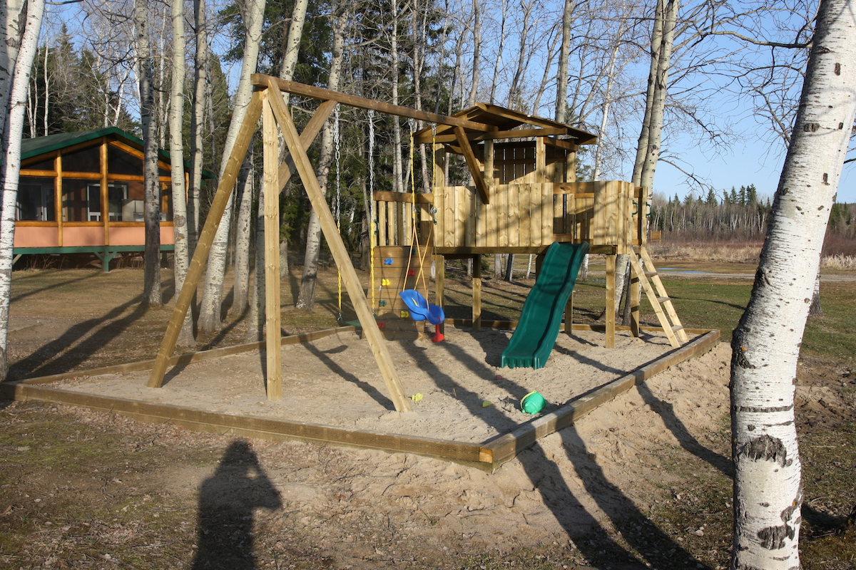 kids-play-structure